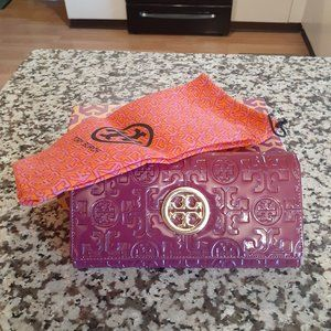 Tory Burch Full Size Wallet